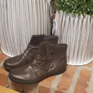 Clarks never worn brown bootie boots size 8.5